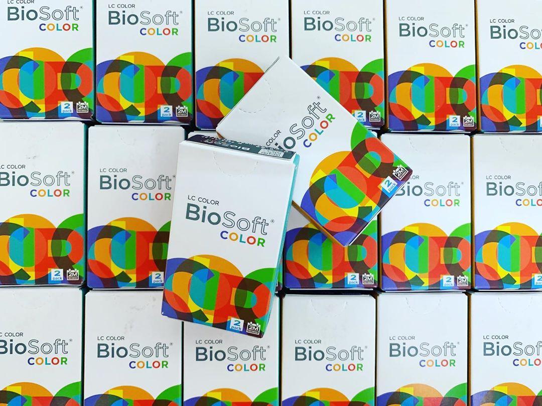 várias caixas de lente biosoft color